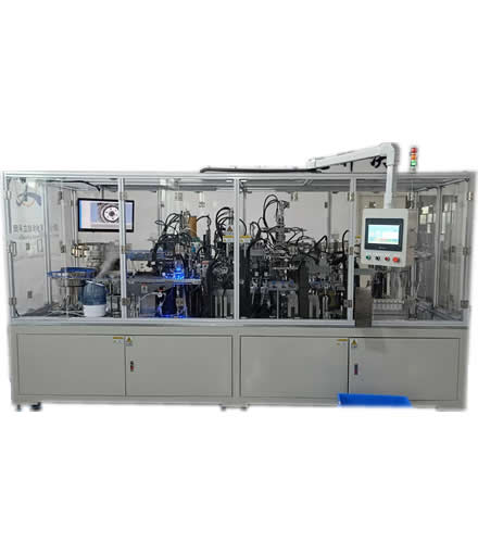 Automatic assembling machine of blood collector